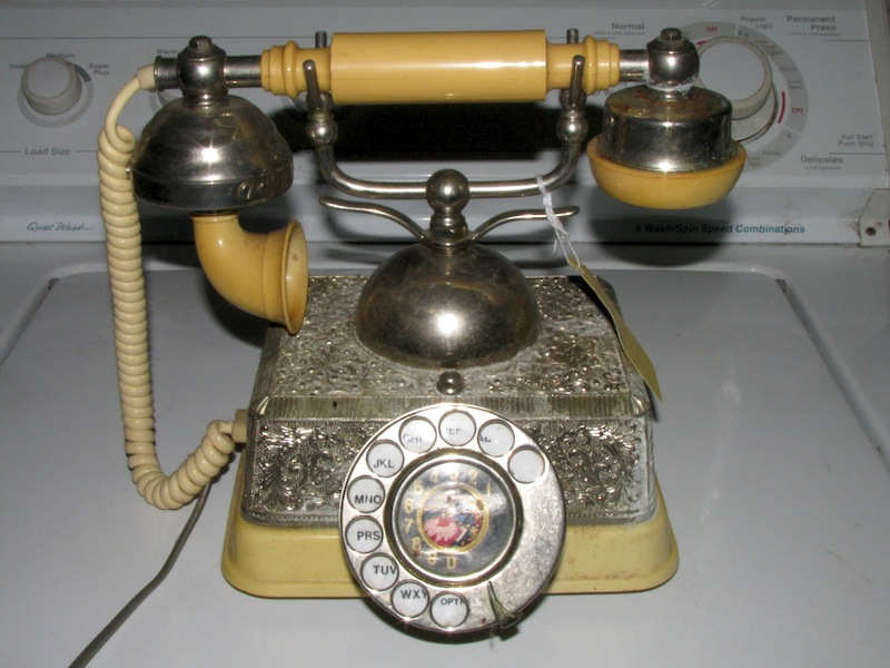 my phone page this is my twenty fourth vintage phone a radio shack french continental model 43 320 desk phone which i bought at a flea market for 25